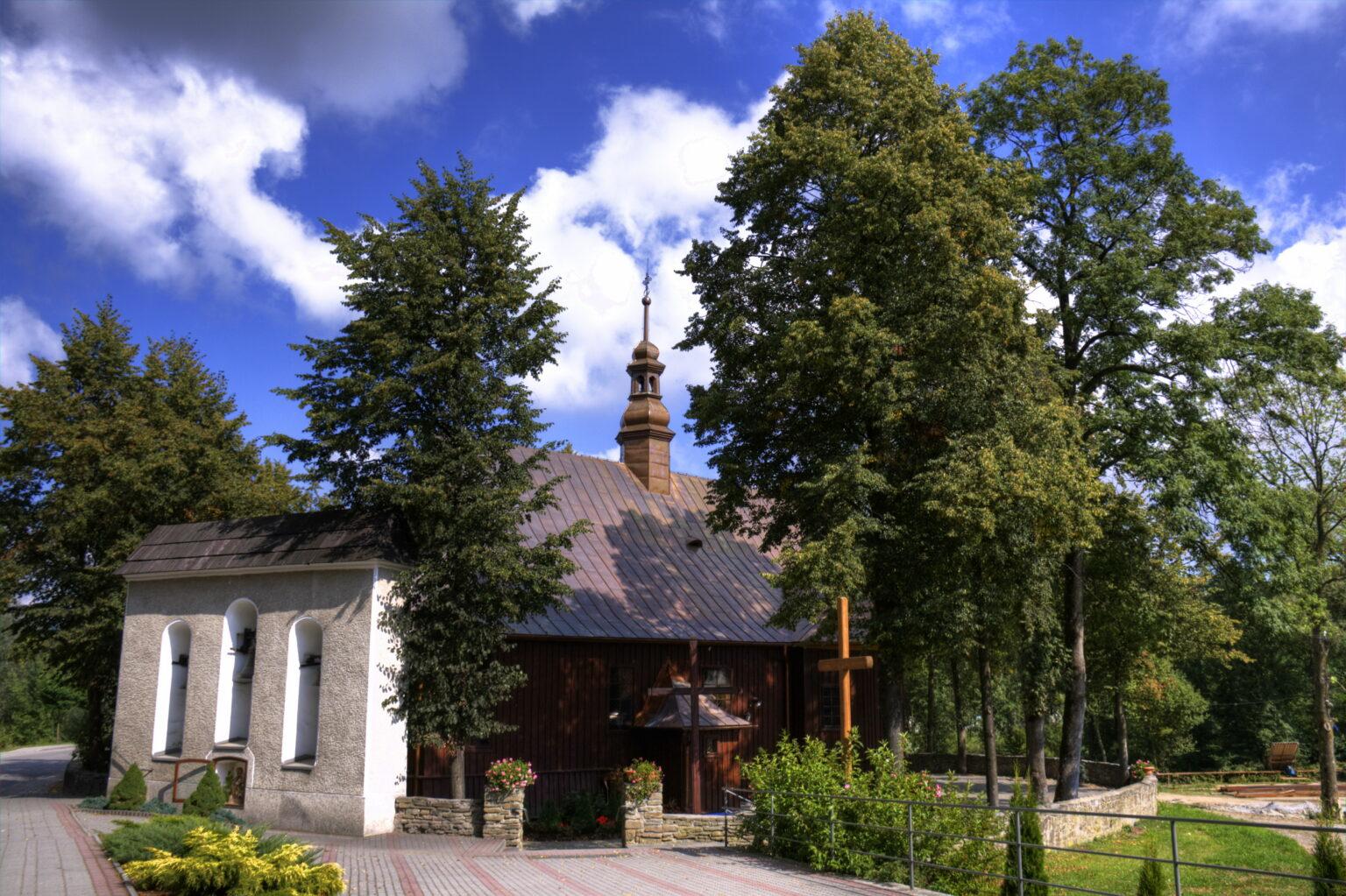 Zabytkowy kościół św. Andrzeja Apostoła