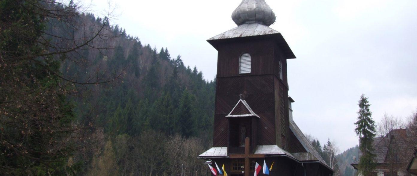 Zabytkowy drewniany kościół w Szczawie