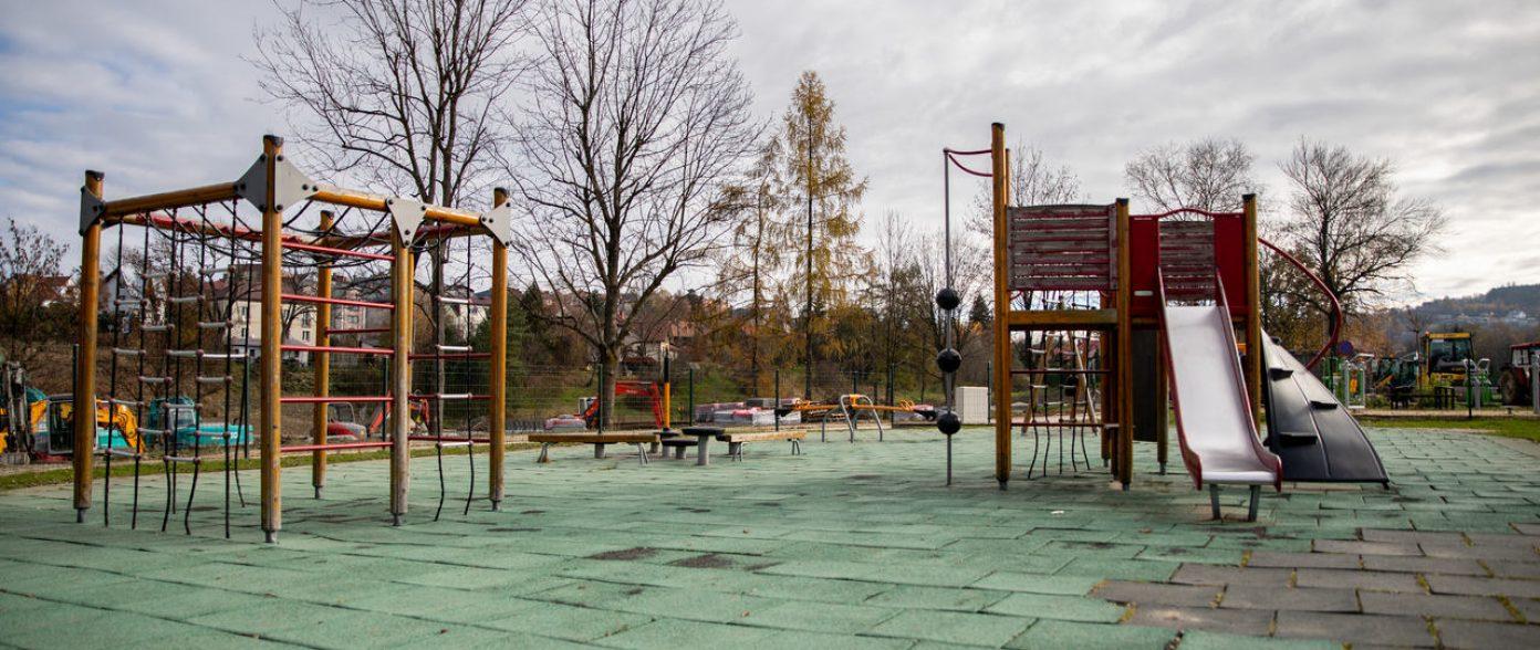 Plac zabaw dla dzieci w Parku Miejskim